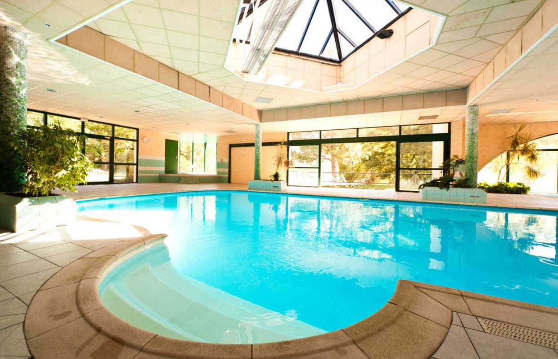 Piscine espace d tente du village vacances de chadenas - Village vacances auvergne piscine ...