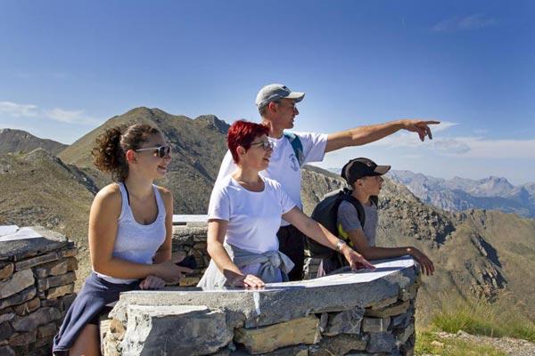 Randonnée à la montagne en famille, séjour au village le Chadenas