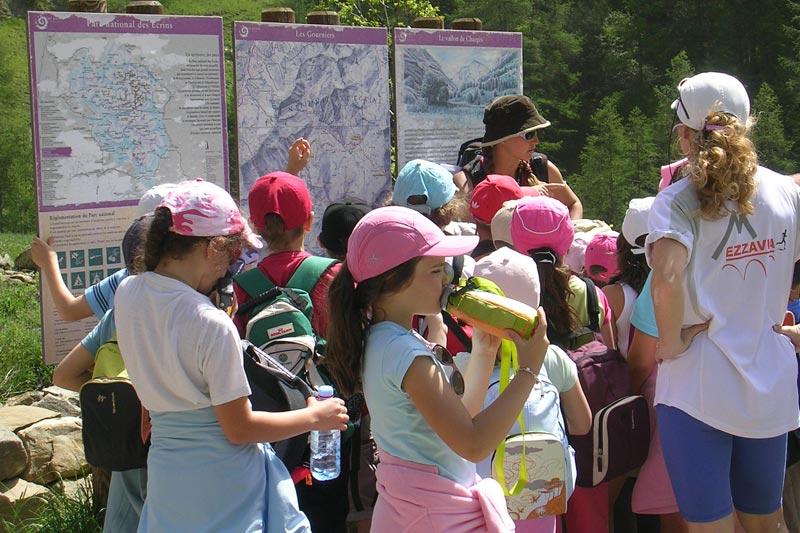 Randonnée scolaire avec des enfants, séjour au village le Chadenas