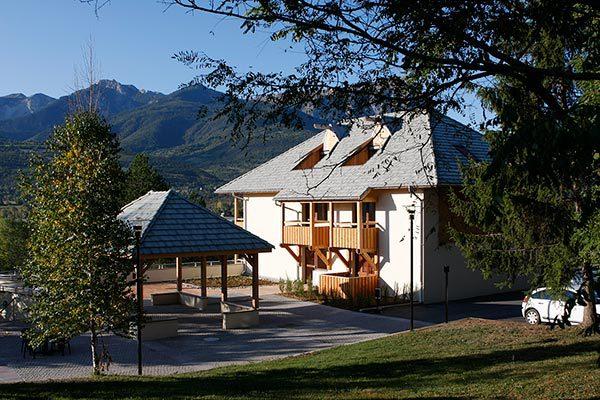 Bâtiment au village vacances Le Chadenas à Embrun