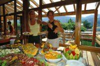 Buffet au restaurant du village vacances Le Chadenas à Embrun