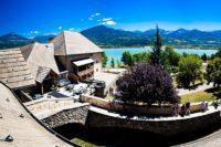 Village le Chadenas avec vue sur le lac de Serre-Ponçon